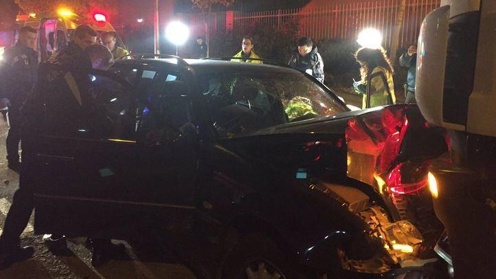 El choque entre un turismo y un camión deja dos heridos en Villaverde