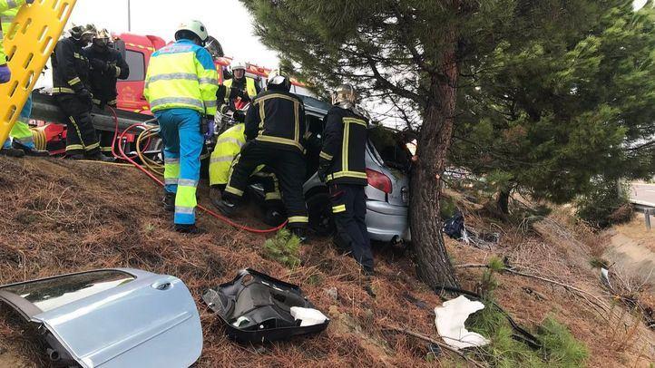 Herido grave tras colisionar su coche contra unos árboles en San Martín de la Vega