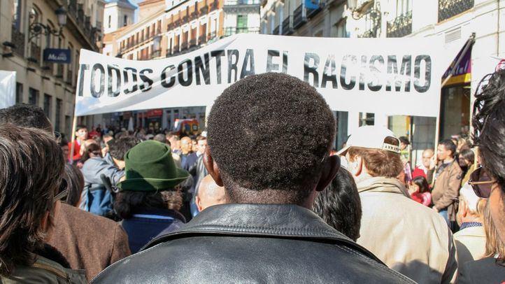 Imagen de archivo de una concentración en contra del racismo y la xenofobia en la Puerta del Sol.