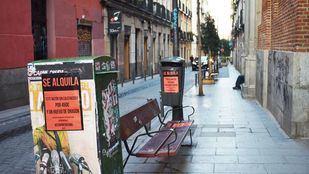 El barrio de Malasaña, en Madrid, ha amanecido esta mañana cubierto de carteles que denuncian la subida de los alquileres en la capital.