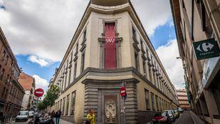 Escuelas Pías de San Antón del año 1753 que actualmente son la sede del Colegio de Arquitectos y la iglesia de realizada por el arquitecto Pedro de Ribera la ocupa la ONG Mensajeros de la Paz.