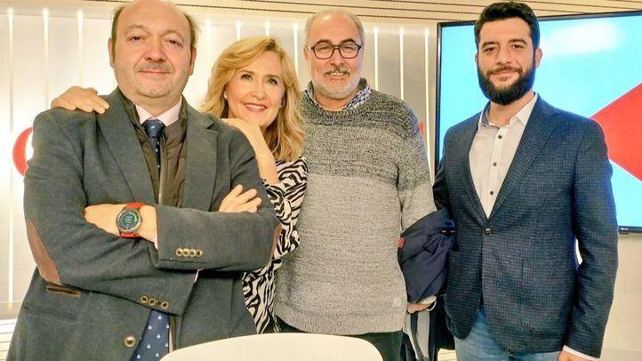 Alejandro Sánchez y César Zafra junto Constantino Mediavilla y Nieves Herrero.
