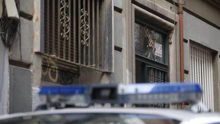 Operación policial, este miércoles, en el narcopiso de la calle Tesoro.