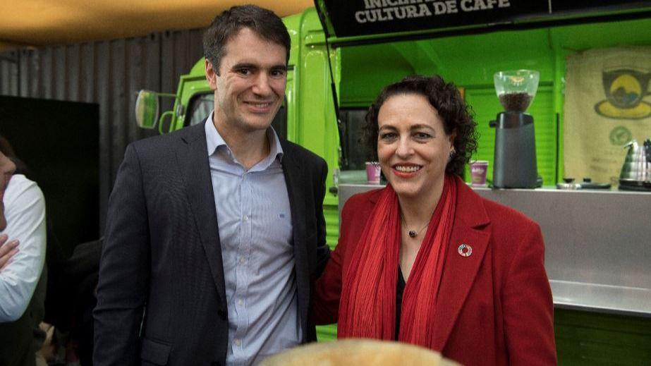 Luis Miguel Olivas, director de Empleabilidad de Fundación Telefónica, y Magdalena Valerio, ministra de Trabajo, Migraciones y Seguridad Social.
