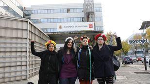 Las activistas de Femen a las puertas del juzgado