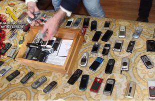 En los registros domiciliarios se intervinieron 37 teléfonos móviles, ocho ordenadores, 15 discos duros, cuatro cámaras y 11 soportes ópticos.