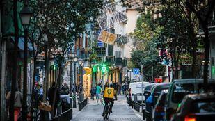 Luces de navidad en la calle Pez.
