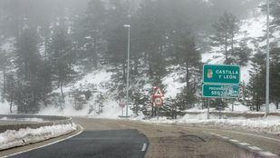 Una pasarela para seguridad de peatones y conductores en Navacerrada