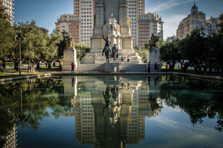 Monumento a Cervantes en Plaza de España.