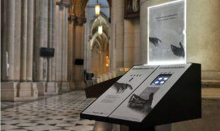 La Almudena instala huchas electrónicas para donar dinero vía tarjeta y móvil