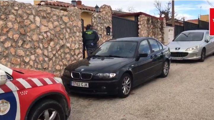 Las dos mujeres han sido encontradas por sus respectivos maridos en el patio de la vivienda.