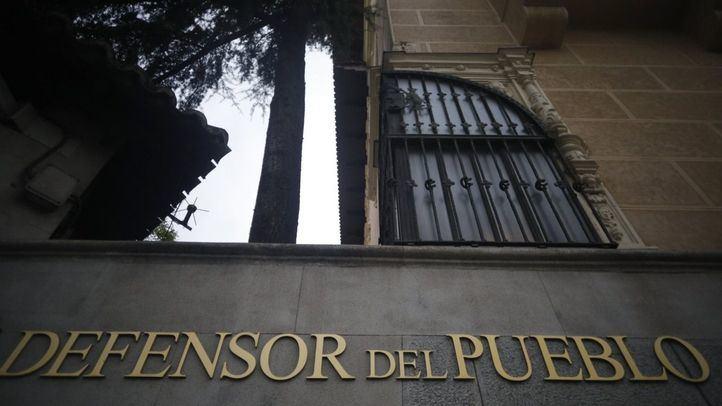El Defensor del Pueblo, Francisco Fernández Marugán, ya ha iniciado una actuación de oficio con la Comisaría General de Extranjería y Fronteras.