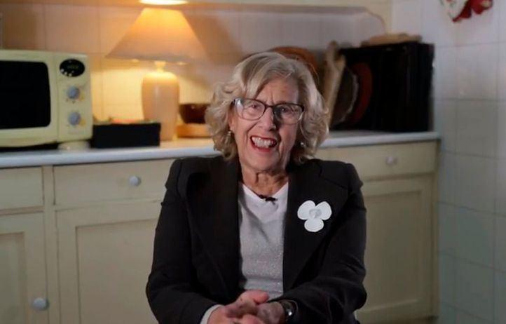 Carmena da la bienvenida a Más Madrid en un vídeo desde su cocina