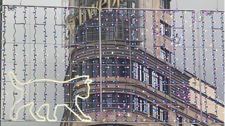 Durante la tarde de este jueves, se pudieron ver las pruebas de las luces en algunas calles, como Gran Vía.