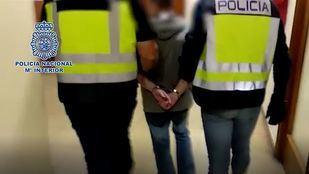 Momento en el que la Policía Nacionl detiene al 'Rey del Cachopo'.