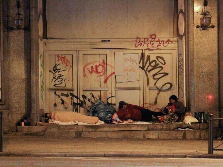 Cobijo y servicio de autobús para las personas sin hogar