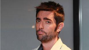 Dani Mateo protagonizó un gag en el que que se sonaba la nariz con la bandera española en El Intermedio.