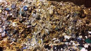 En busca de una solución temporal para la basura del este, hasta que empiece a operar la planta de residuos de Loeches.