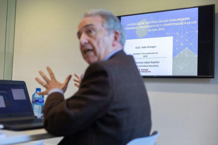 El Dr. Francisco López Rupérez, Director de la Cátedra de Políticas Educativas de la UCJC, ha presentado el informe que pone foco en lo relativo a la educación científica, las vocaciones STEM y la brecha de género en las CCAA.