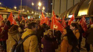 Reunión de piquetes informativos de la jornada de huelga de limpieza de Edificios y locales en el intercambiador de Nuevos Ministerios.