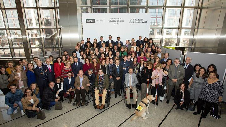 Foto de familia del acto de entrega de la VI Convocatoria de Acción Social.