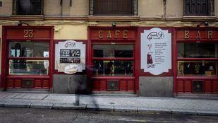 El exterior del Café Viena en la calle  Luisa Fernanda esquina con Juan Álvarez Mendizabal.