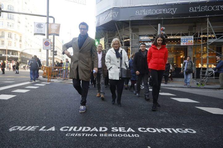 El equipo de Gobierno se ha dado un baño de masas durante el paseo por Gran Vía con motivo del arranque de Madrid Central