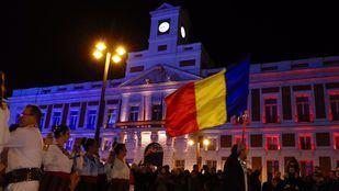 La Puerta del Sol se ilumina con los colores de la bandera de Rumanía