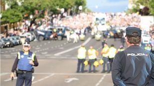 Policías durante el dispositivo de seguridad antes de un partido.