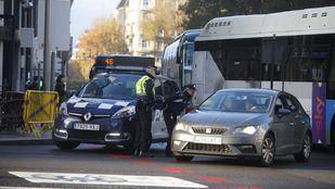 Agentes de movilidad, apoyados por Policía Municipal, han informado en los accesos a los conductores sobre las restricciones.