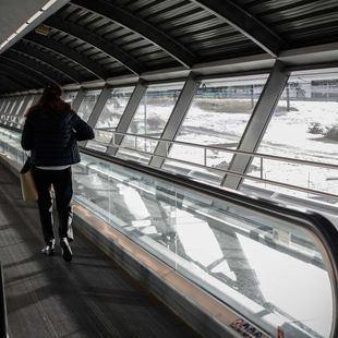 Más de 300 empleados de seguridad de Barajas, llamados a huelga