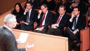 Los alcaldes de las cuatro mancomunidades de la región, frente al consejero de Medio Ambiente en la presentación de la Estrategia de Residuos.