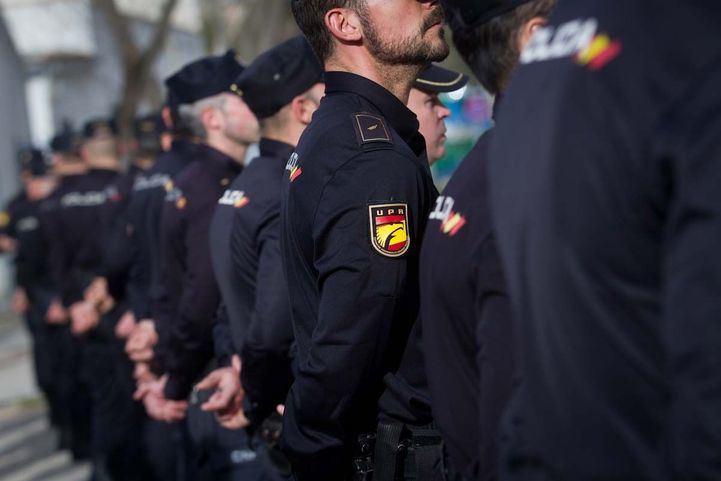 Empate en ultras deportados: un Barra Brava, expulsado de Barajas