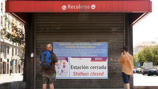 Estación de Recoletos cerrada por obras. Foto de archivo.
