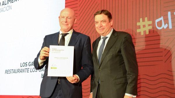 Luis Planas entrega el Premio Alimentos de España a Miguel Grande.