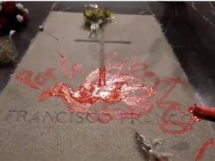 Enrique Tenreiro presta declaración por su pintada sobre la tumba de Franco
