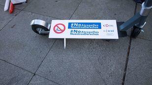 CERMI protesta por unas aceras sin patinetes ni obstáculos