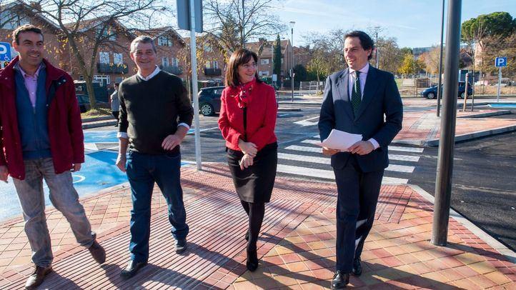 La alcaldesa de Pozuelo, Susana Pérez Quislant, junto al concejal de Obras, Pablo Gil, ha visitado la zona para comprobar el resultado de estos trabajos