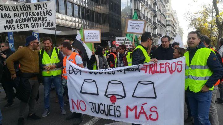 Los examinadores de tráfico, en la manifestación de este lunes.
