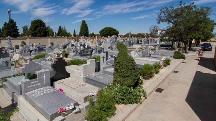 Enterramientos en un cementerio de Madrid.