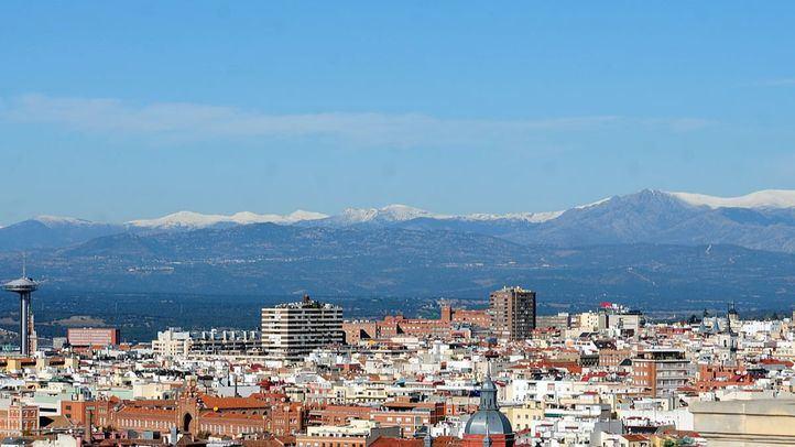 Vistas de la Sierra de Madrid con nieve.