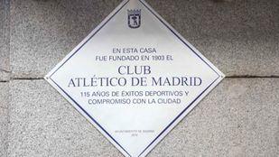 Además de representantes del Ayuntamiento de Madrid y del Atlético, en el acto han estado presentes varias leyendas del club.