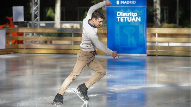 Javier Fernández estrena una pista de hielo solidaria en Azca