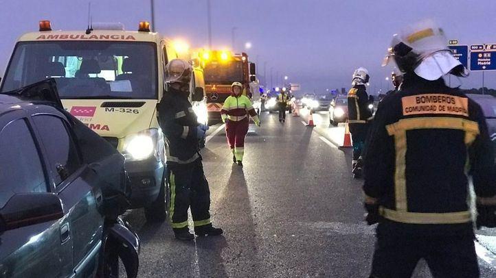 Un accidente en la A-5 entre un turismo y un autobús deja una herida grave