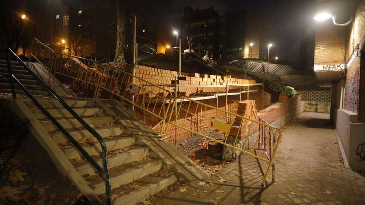 Obras municipales en la calle Aguilar de Campo, en Valdezarza.