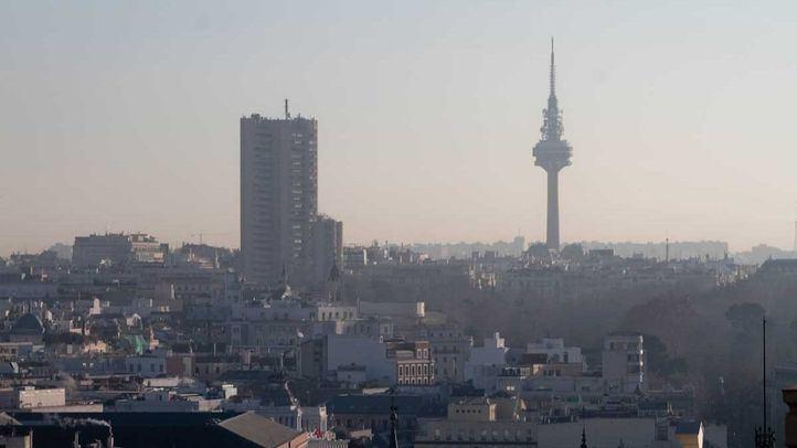 La ausencia de precipitaciones y la presencia de temperaturas suaves, nubosidad alta y altas presiones provocarán episodios de alta contaminación en Madrid.
