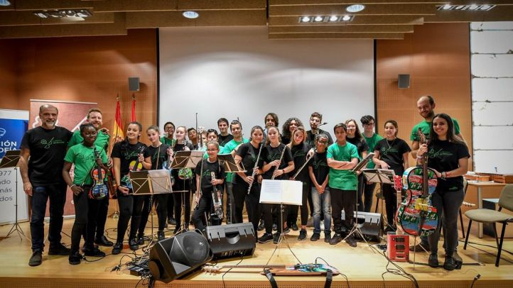 Concierto de la Orquesta de la Música del Reciclaje ante los residentes del Centro Alzheimer Fundación Reina Sofía.