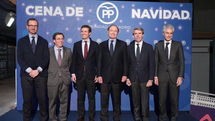 El presidente del PP, Pablo Casado, junto a los posibles candidatos del partido en las elecciones al Ayuntamiento y la Comunidad de Madrid en la cena de Navidad de los populares.