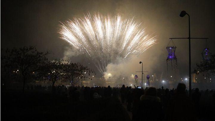 Espectáculos pirotécnicos y musicales en los jardines del Puente de Toledo para celebrar la llegada del invierno.