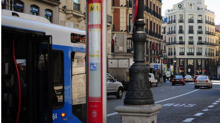 Parada de autobuses de la EMT en la calle Sevilla.